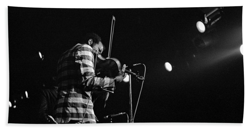 Ornette Coleman Beach Towel featuring the photograph Ornette Coleman On Violin by Lee Santa