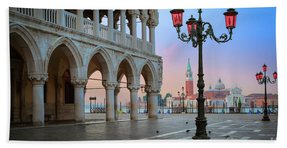 Doge's Palace Beach Towel featuring the photograph Palazzo Ducale by Inge Johnsson
