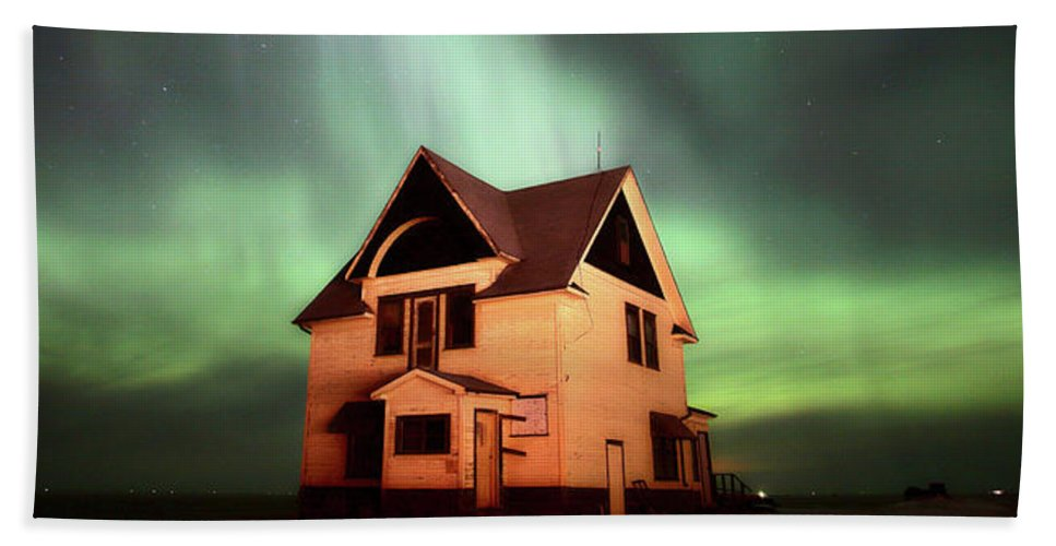 Beach Towel featuring the photograph Panoramic Prairie Northern Lights And House by Mark Duffy
