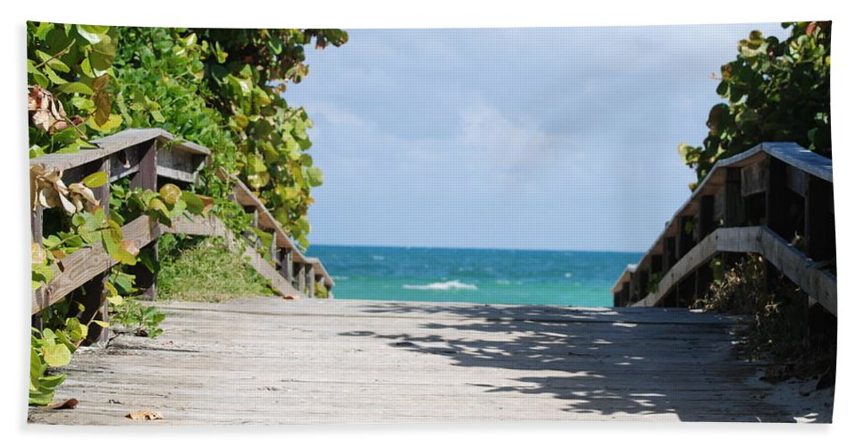Sea Scape Beach Sheet featuring the photograph Path To Paradise by Rob Hans