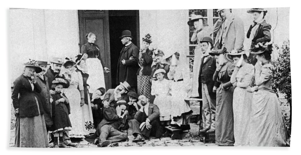 1890 Beach Towel featuring the photograph Patients Wait To See Dentist by Underwood Archives