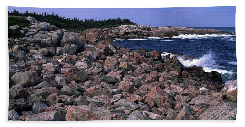 Atlantic Ocean Waves Splash Against Pink Rock Beach Towel featuring the photograph Pink Rock Shoreline by Sally Weigand