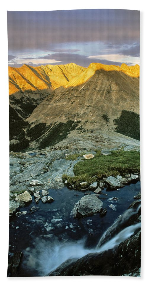 Pioneer Mountains Beach Towel featuring the photograph Pioneer Mountains by Leland D Howard