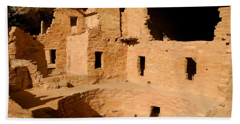 Mesa Verde National Park Beach Towel featuring the painting Place Of The Old Ones by David Lee Thompson