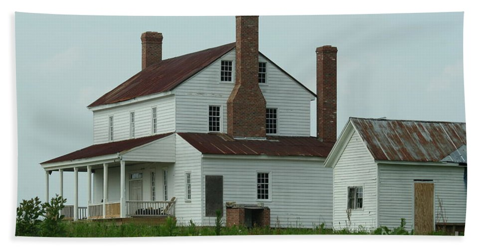 Averasboro Beach Towel featuring the photograph Plantation Averasboro Nc by Tommy Anderson