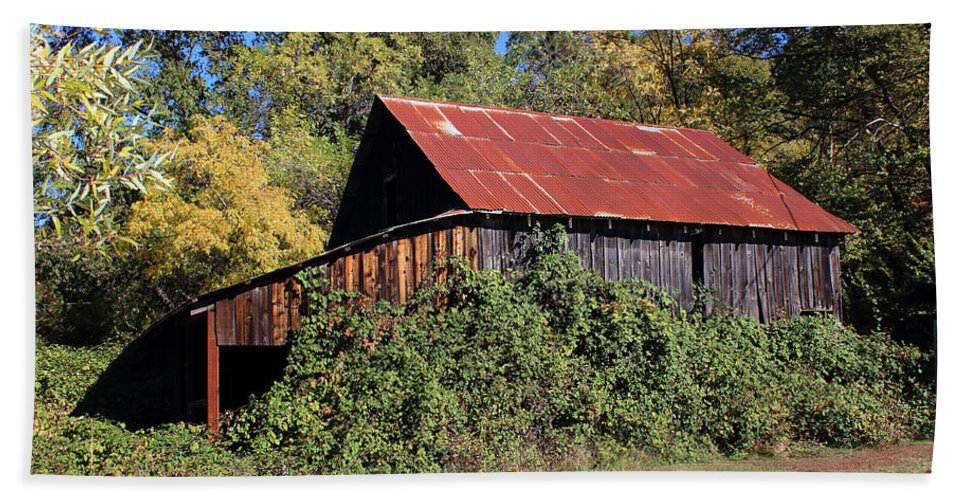 Fire Beach Towel featuring the photograph Pleasant Valley Barn 14 by Lydia Miller