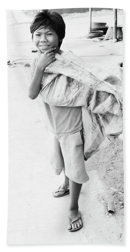 Mati Beach Towel featuring the photograph Pogoeen by Jez C Self