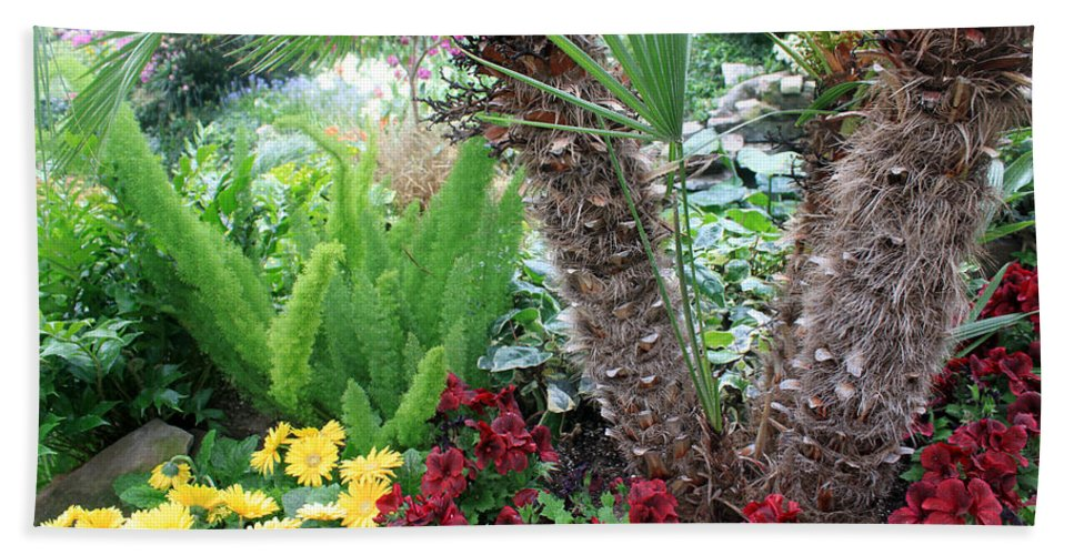 Flower Beach Towel featuring the photograph Relaxation by Munir Alawi
