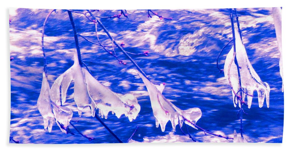 Water Beach Towel featuring the photograph Ice Bats by Sybil Staples