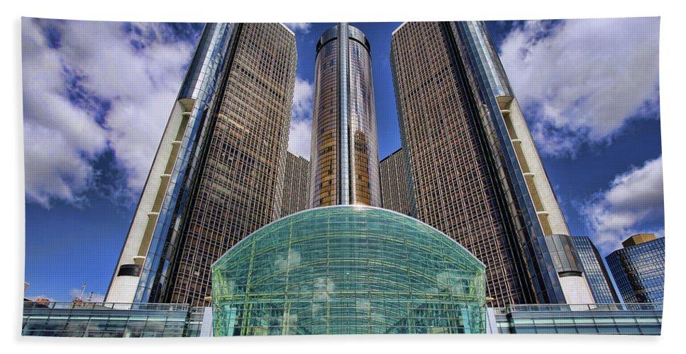 Rencen Beach Towel featuring the photograph Rencen Detroit Gm Renaissance Center by Gordon Dean II