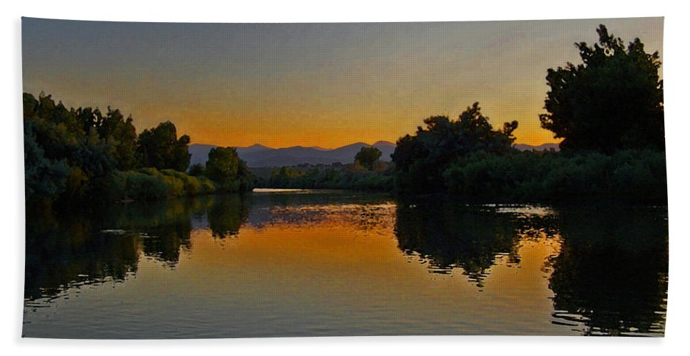 Rivers Beach Towel featuring the photograph River Sunset by Ernie Echols
