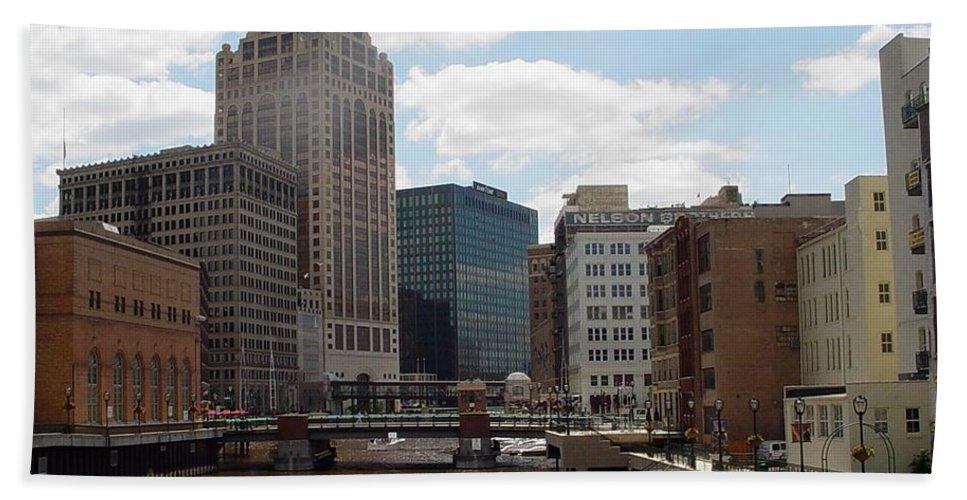 Milwaukee Beach Sheet featuring the photograph River View by Anita Burgermeister