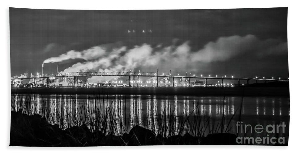 Black Beach Towel featuring the photograph Riverfront Park Charleston by Yvette Wilson