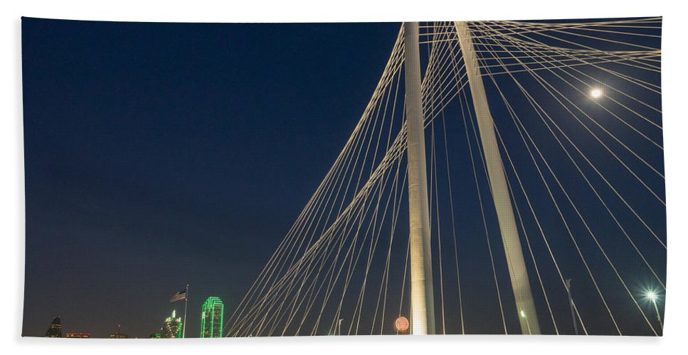 Dallas Beach Towel featuring the photograph Road Into The City by Dan Leffel