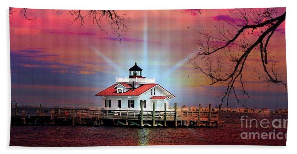 Manteo North Carolina Beach Towel featuring the photograph Roanoke Marshes Lighthouse, Manteo, North Carolina by Ed Sanseverino Photography
