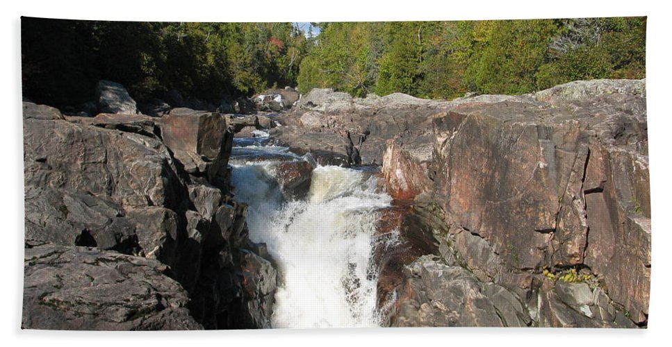 Waterfall Beach Towel featuring the photograph Rosetone Falls by Kelly Mezzapelle