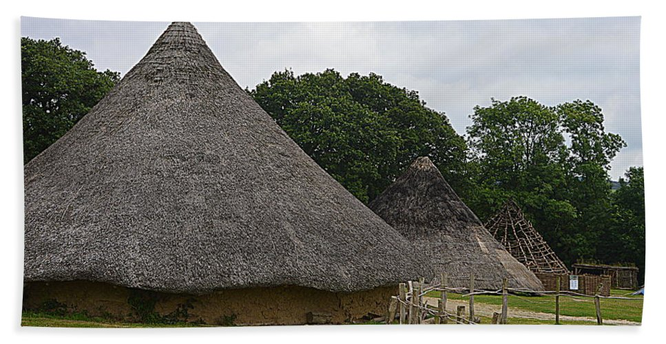 Castell Henllys Beach Towel featuring the photograph Round House by Andy Thompson