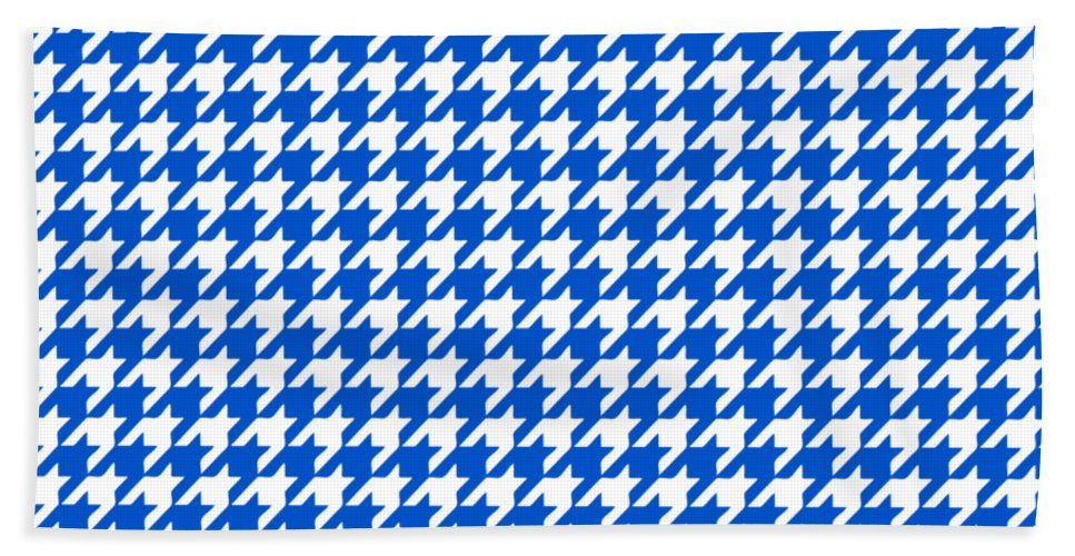 Houndstooth Beach Towel featuring the digital art Rounded Houndstooth White Pattern 18-p0123 by Custom Home Fashions