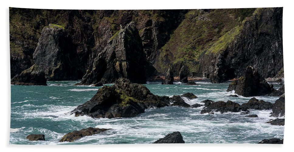Cliffs Beach Towel featuring the photograph Rugged South Coast by Robert Potts