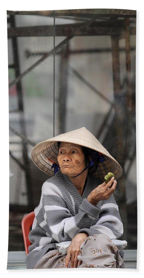 Vietnam Beach Towel featuring the photograph Saigon Lady by Rafa Rivas