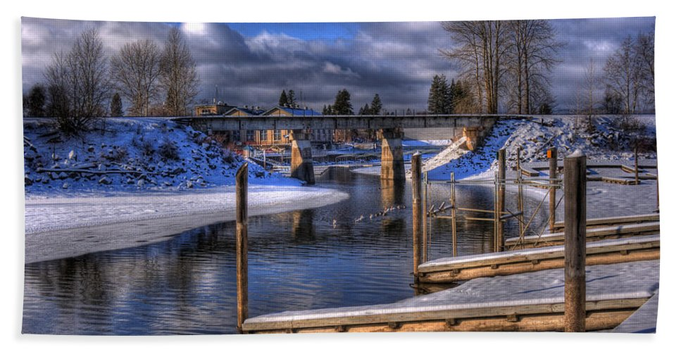Sandpoint Beach Towel featuring the photograph Sand Creek Winter by Lee Santa