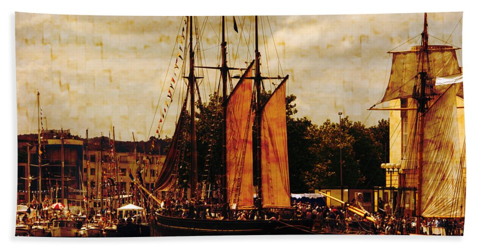 Tall Ships Beach Towel featuring the photograph Setting Sail From Bristol by Brian Roscorla