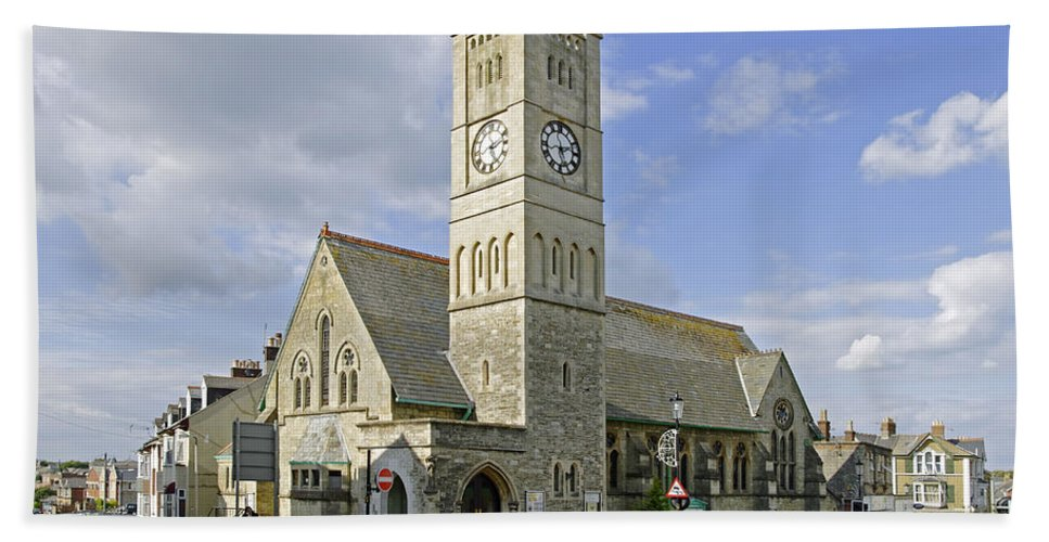 Shanklin Beach Towel featuring the photograph Shanklin United Reformed Church by Rod Johnson