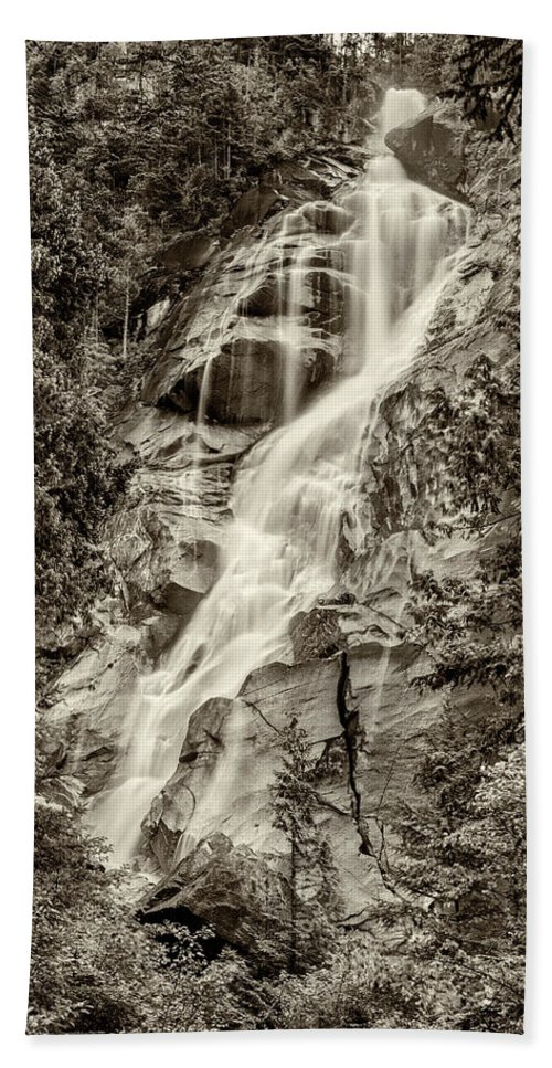 Shannon Falls Beach Towel featuring the photograph Shannon Falls - Bw by Stephen Stookey
