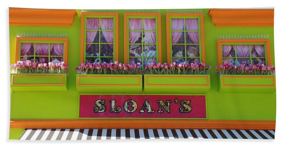 Architecture Beach Towel featuring the photograph Sloans by Rob Hans