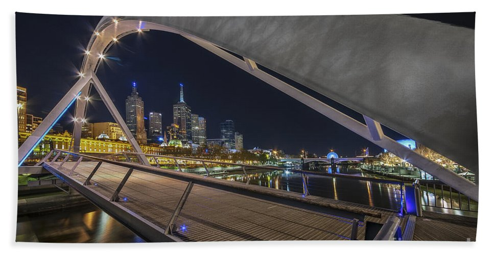 Melbourne Beach Towel featuring the photograph Southgate Bridge At Night by Ray Warren