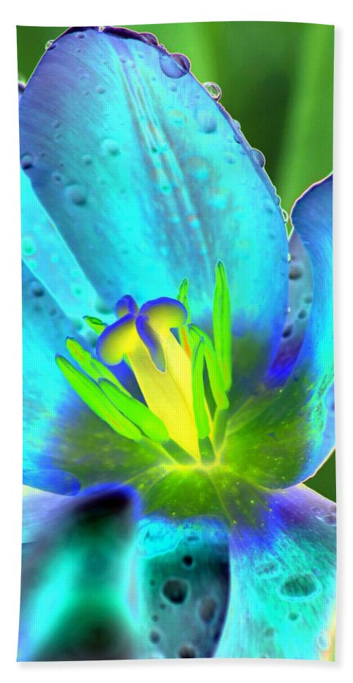 Tulip Beach Towel featuring the photograph Spring Tulips - Photopower 3150 by Pamela Critchlow