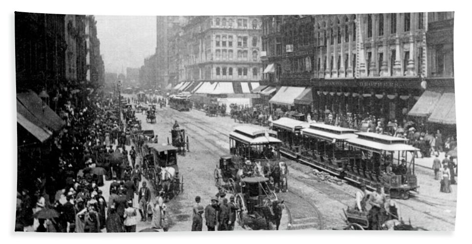 chicago Illinois Beach Towel featuring the photograph State Street - Chicago Illinois - C 1893 by International Images