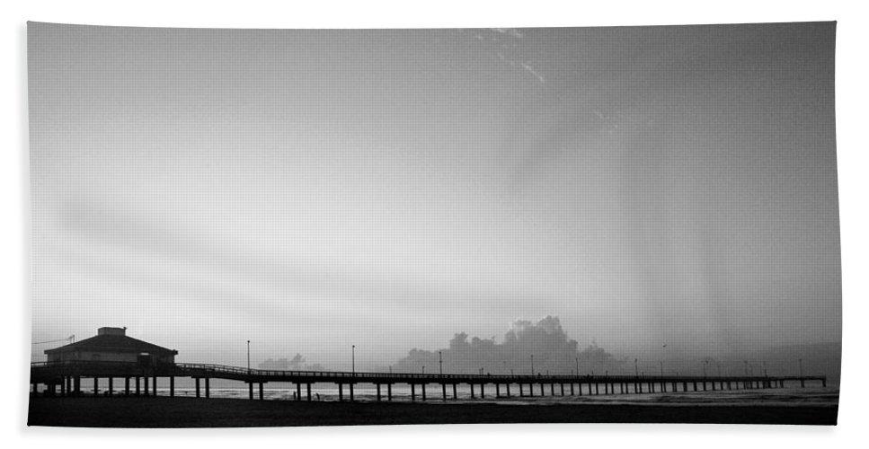 Sunrise Beach Towel featuring the photograph Stillness Befor Dawn by Marilyn Hunt