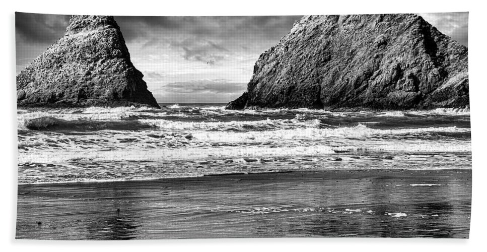 Lighthouse Beach Towel featuring the photograph Storm On The Rocks by Diana Powell