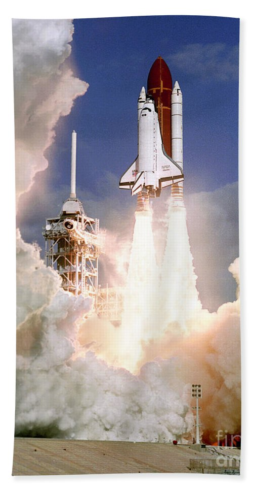 Science Beach Towel featuring the photograph Sts-27, Space Shuttle Atlantis Launch by Science Source