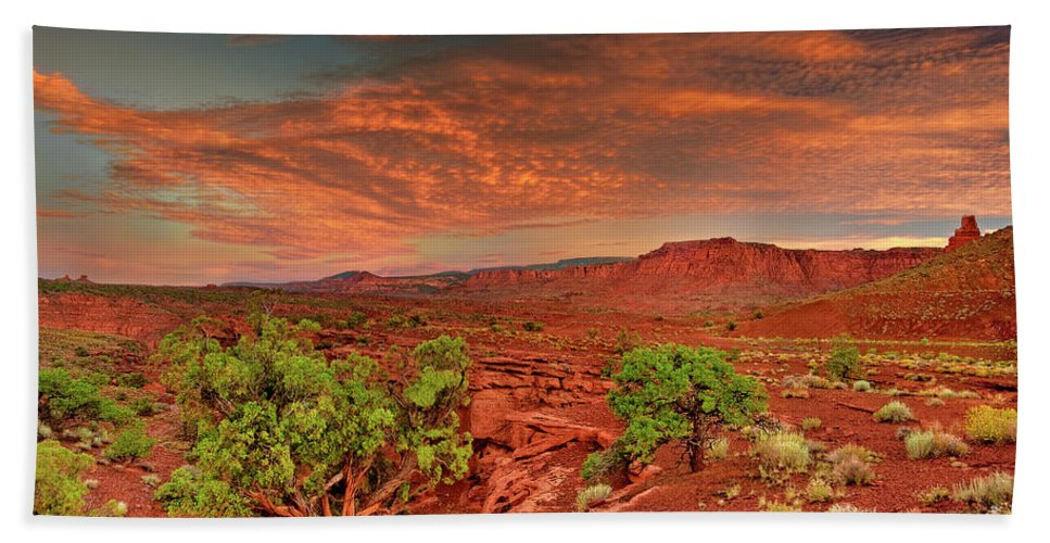 North America Beach Towel featuring the photograph Sunrise In Capitol Reef National Park Utah by Dave Welling
