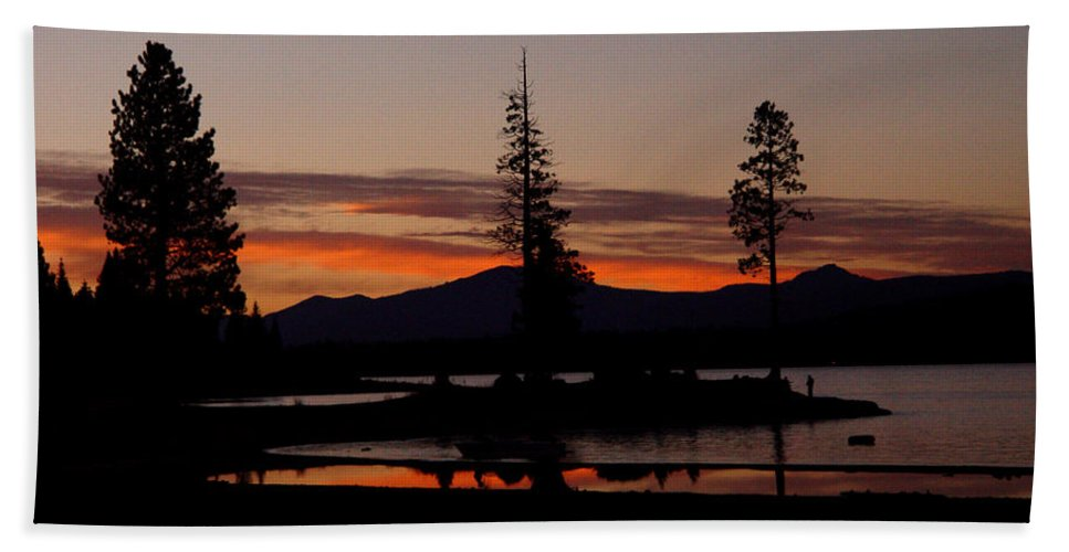 Lake Almanor Beach Sheet featuring the photograph Sunset At Lake Almanor 02 by Peter Piatt