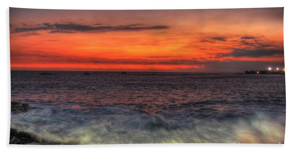 Kona Beach Towel featuring the photograph Sunset On The Harbor by Paulette B Wright