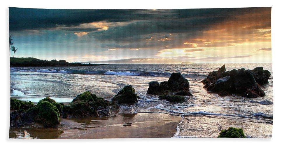 Aloha Beach Towel featuring the photograph The Absolute by Sharon Mau