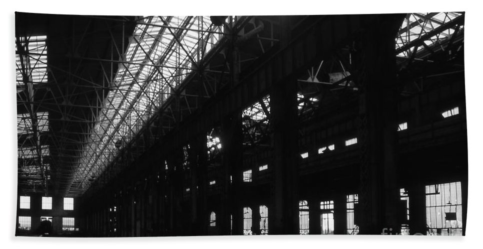 Buildings Beach Sheet featuring the photograph The Back Shop by Richard Rizzo