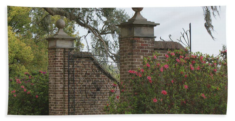 Boone Hall Plantation Beach Towel featuring the photograph The Gate At Boone Hall by Roger Potts