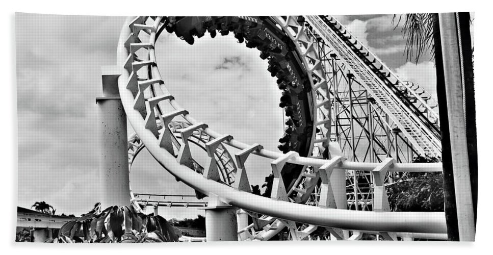 Roller Coaster Beach Towel featuring the photograph The Loop Black And White by Douglas Barnard