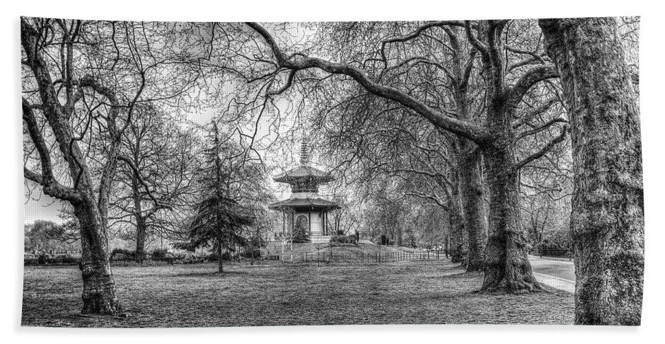 Pagoda Beach Towel featuring the photograph The Pagoda Battersea Park London by David Pyatt