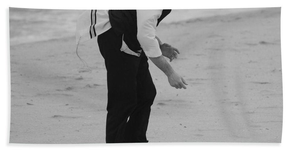 Black And White Beach Towel featuring the photograph The Search by Rob Hans