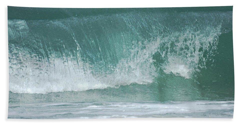 Beaches Beach Towel featuring the photograph The Wave De by Ernie Echols