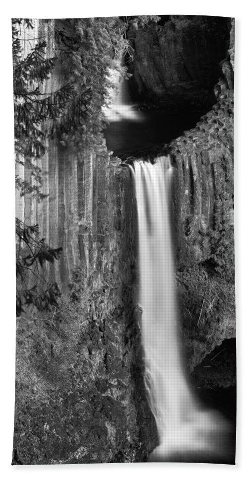 Toketee Falls Beach Towel featuring the photograph Toketee Falls by Leland D Howard