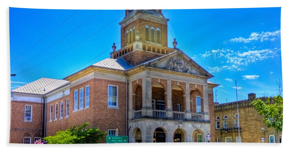 Tyler Beach Towel featuring the photograph Tyler County Courthouse by Jonny D