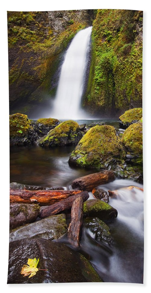 Waterfall Beach Towel featuring the photograph Wahclella by Mike Dawson