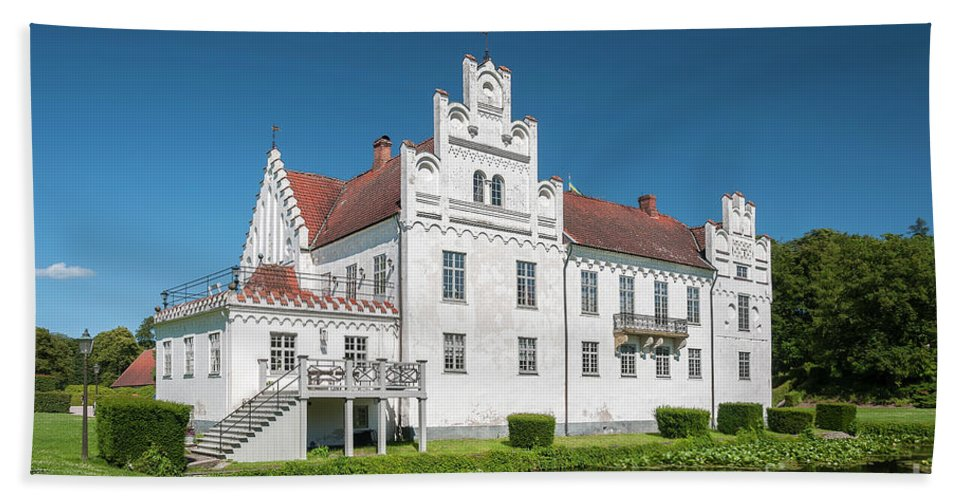 Wanas Beach Towel featuring the photograph Wanas Castle Front by Antony McAulay