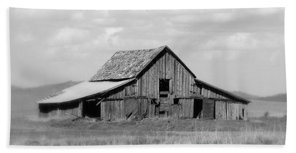 Barn Beach Towel featuring the photograph Warm Memories - Black And White by Carol Groenen